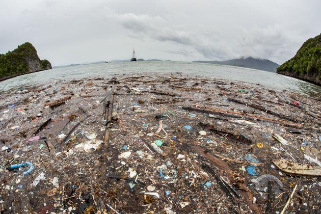 Φρεντ, το πλωτό ρομπότ που μπορεί να δώσει τη λύση για τα σκουπίδια στον Ειρηνικό