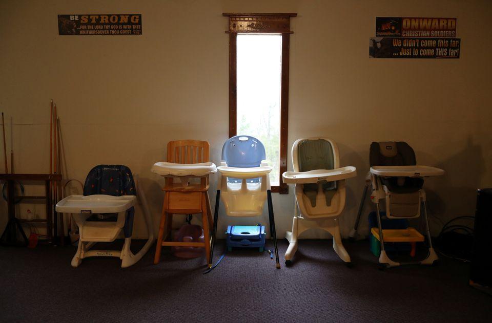이 단체는 백인 민족주의자들의 자녀를 교육하는 일에 초점을 맞추고 있으며, 이곳의 다른 건물에서는 어린이집도 운영하고
