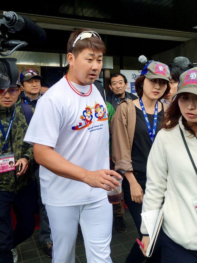 球場を後にする中日の松坂大輔投手=2月12日、沖縄・北谷公園野球場