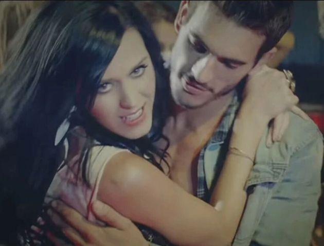 Katy Perry et Josh Kloss dans le clip de