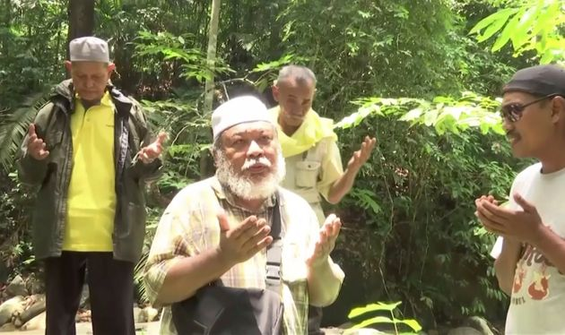A Malaysian shaman performed rituals for the missing schoolgirl on August
