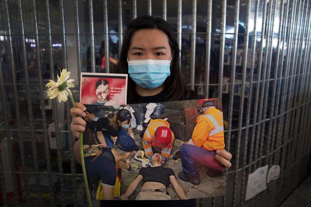 Χονγκ Κονγκ: Συμπλοκές διαδηλωτών και αστυνομίας στο διεθνές αεροδρόμιο της
