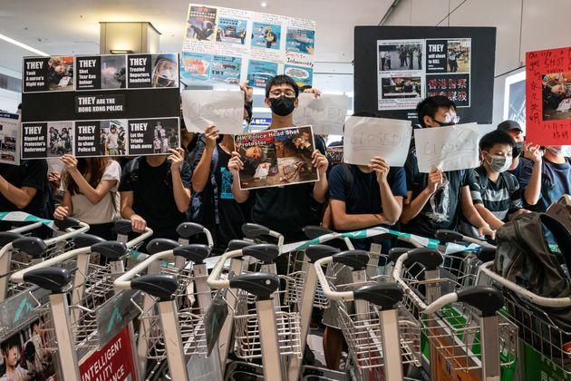 Manifestations à Hong Kong: deuxième journée de chaos à