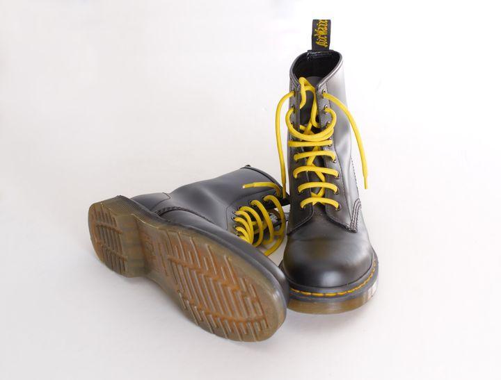 Le 1er avril 1960 au cœur de Wollaston, la chaussure Dr Martens voit le jour.
