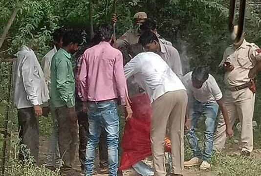 The demolition squad of the DDA along with security forces removing the idol of Guru Ravidas from the...