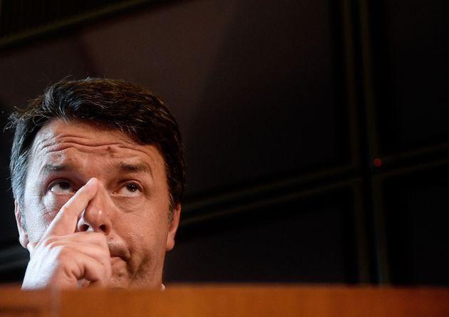 El exprimer ministro italiano, Matteo Renzi, durante una rueda de prensa, hoy, en
