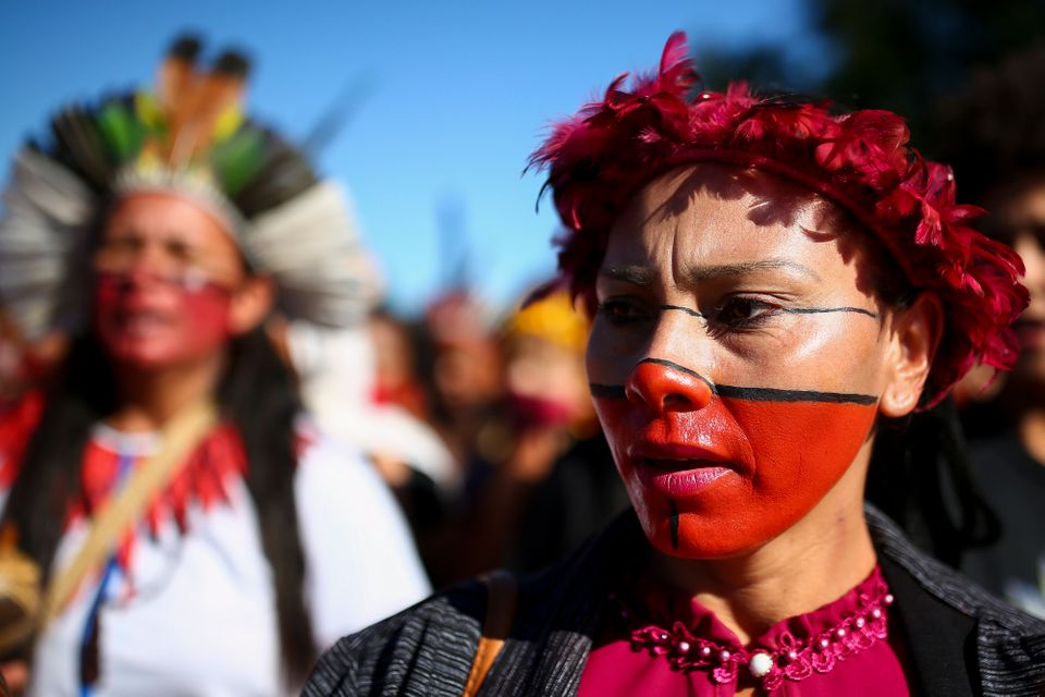 Mulheres indígenas marcham em Brasília (DF) nesta terça-feira