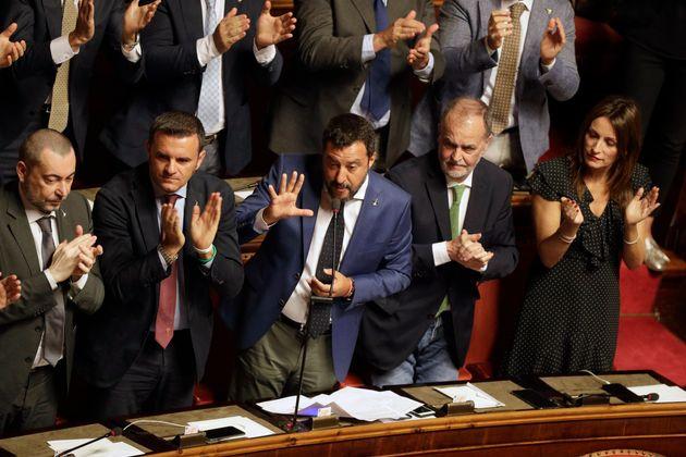 L'ambiguo Salvini. Tagliare i parlamentari (per allontanare M5S e Pd), ma sfiduciare