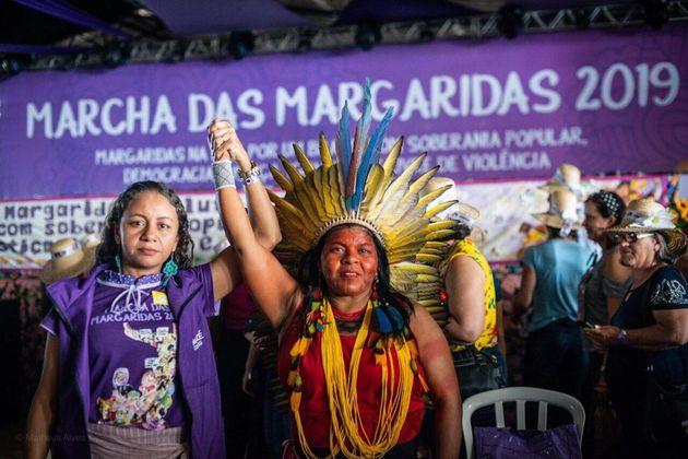 Mazé Morais, coordenadora nacional da Marcha das Margaridas, ao lado de Sônia Guajajara,...