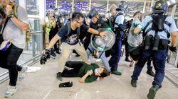 香港空港、欠航は600便に 占拠のデモ隊と警官ら衝突