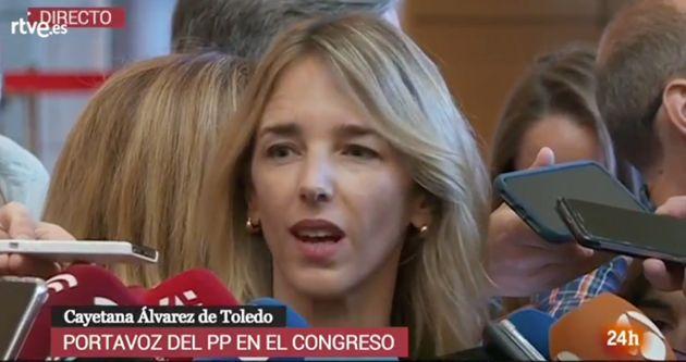 La comentada reacción de Cayetana Álvarez de Toledo a la confusión de una periodista de 'Espejo Público'...