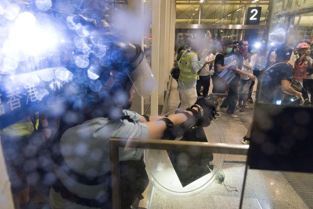 Manifestations pro-démocratie à Hong Kong: Pékin dénonce des actes