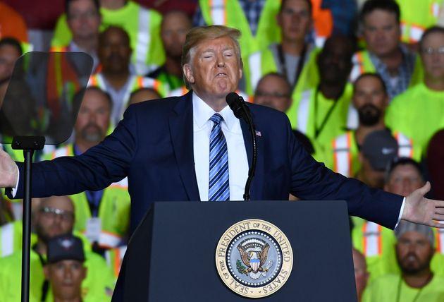 Donald Trump assure qu'être président lui fait perdre 3 à 5 milliards de dollars.