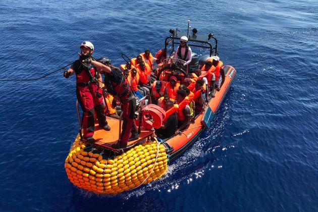 Una lancha del 'Ocean Viking', tras hacer un rescate, el pasado lunes, en el