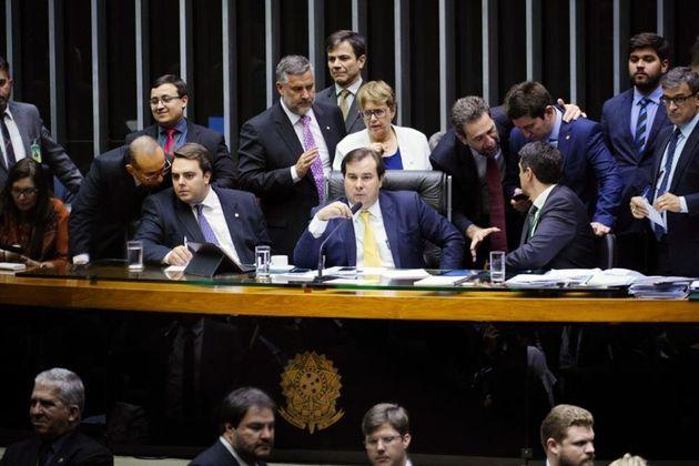 Texto-base da MP da liberdade econômica foi aprovado por 345 votos a favor, 76 contrários...
