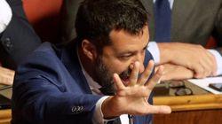 Le oscure manovre di Salvini per evitare la crisi che lui stesso ha