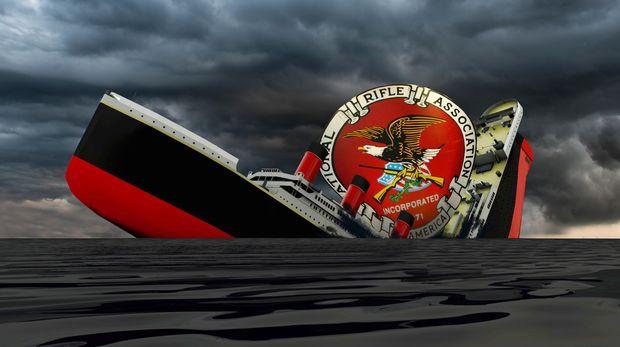cruise shipe sinking in the dark sea