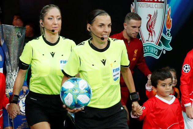 Stephanie Frappart nella storia |  è la prima donna ad arbitrare una finale di calcio