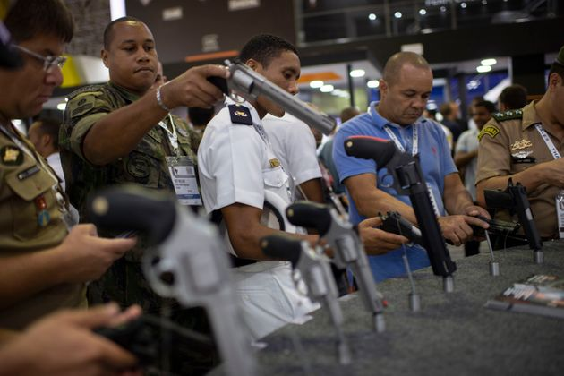Casa Civil admite que decretos de armas tinham mesmo conteúdo dos que foram