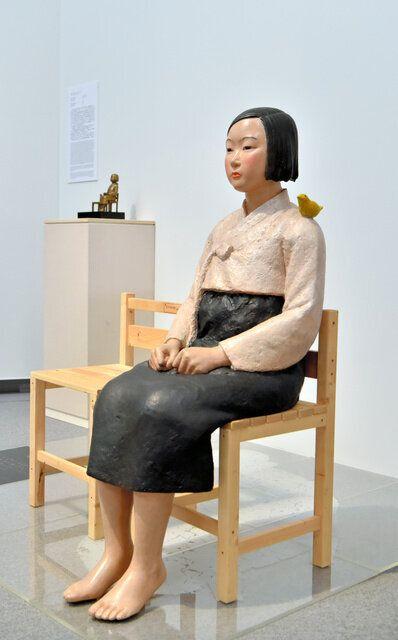 報道機関に公開された「表現の不自由展・その後」の展示作品の一つ「平和の少女像」=2019年8月3日、名古屋市東区、戸村登撮影