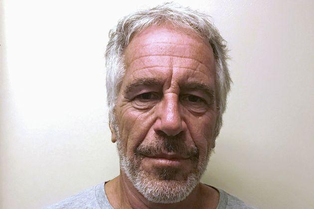 Jeffrey Epstein aveva le ossa del collo rotte. I risultati