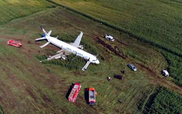 Una imagen lograda con un dron del avión, en mitad del