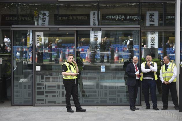 Un homme poignardé devant le ministère de l'Intérieur