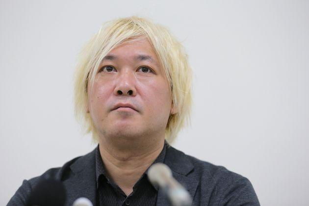 「表現の不自由展・その後」の中止について記者会見する津田大介さん