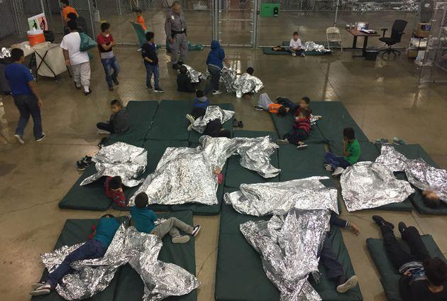 Des enfants dans le centre de la police aux frontières dans la ville de Rio Grande au Texas, le...