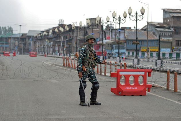 Restrictions In Kashmir Will Be Lifted In 'A Few Days', Govt Tells Supreme