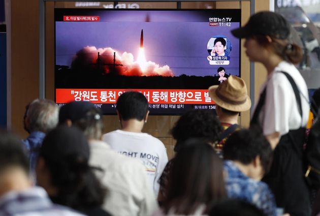 Pyongyang lancia due nuovi missili, stop a colloqui con