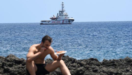 Atrapados en un barco, rozando con los dedos la salvación