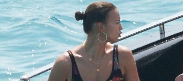 Sin photoshop y pillada a traición: así es Irina Shayk en Ibiza al