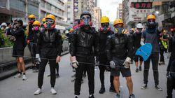홍콩 청년들이 물티슈를 들고 '청소 시위'에 나선 이유