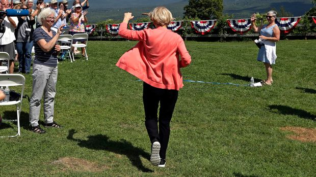 Democratic presidential candidate Sen. Elizabeth Warren, D-Mass., arrives for a campaign event, Wednesday, Aug. 14, 2019, in Franconia, N.H. (AP Photo/Elise Amendola)