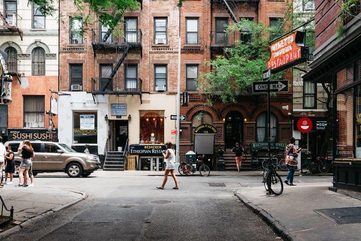 Quand son père est mort, Morgan Enos habitait à New York.