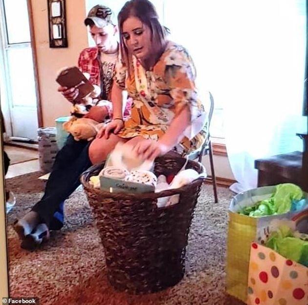 Ζευγάρι κατηγορείται ότι σκηνοθέτησε τη γέννηση και τον θάνατο του μωρού του για να βγάλει