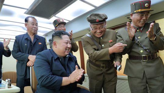 """북한이 """"김정은이 '새 무기' 시험사격을 지도했다""""고"""