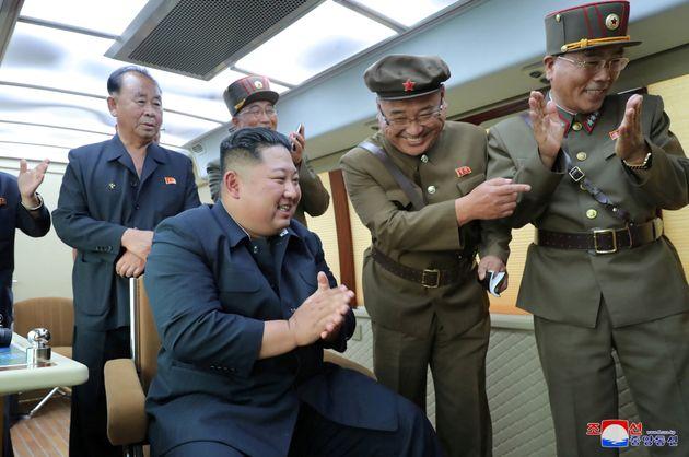 Comme souvent lors des tests balistiques nord-coréens, le leader suprême Kim Jong-un a assisté...