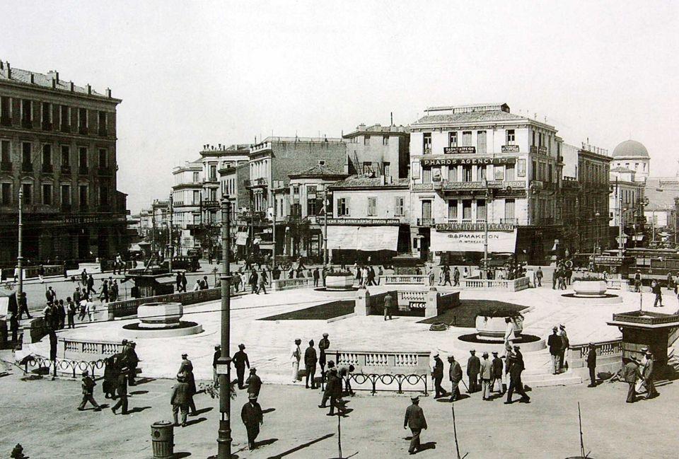 Η ανακαινισμένη πλατεία...
