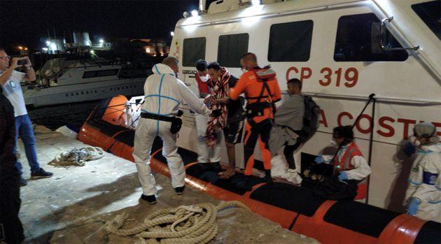 Open Arms, il medico di Lampedusa accusato di referti falsi: