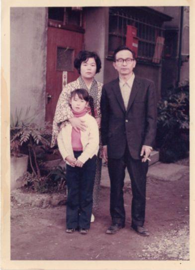 左:母・タイ子さん 中央:昭子さん 右:昭三さん