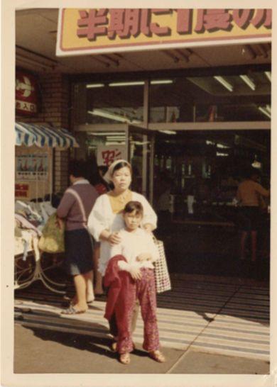 左:母・タイ子 右:昭子さん