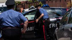 Tenta di sfuggire all'alt dei carabinieri, si schianta contro l'auto della