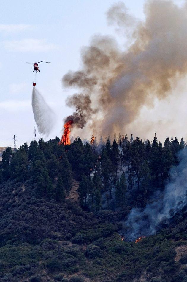Un incendio obliga a desalojar varios núcleos de población en Gran