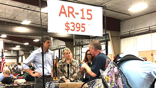 Beto O'Rourke stopped by a gun show in between campaign events in Arkansas.