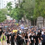 香港デモ、「陸の玄関口」で数万人 中国は武警部隊集結