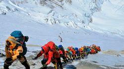 Troppi scalatori sull'Everest: chi vorrà arrivare in cima dovrà pagare oltre 30 mila