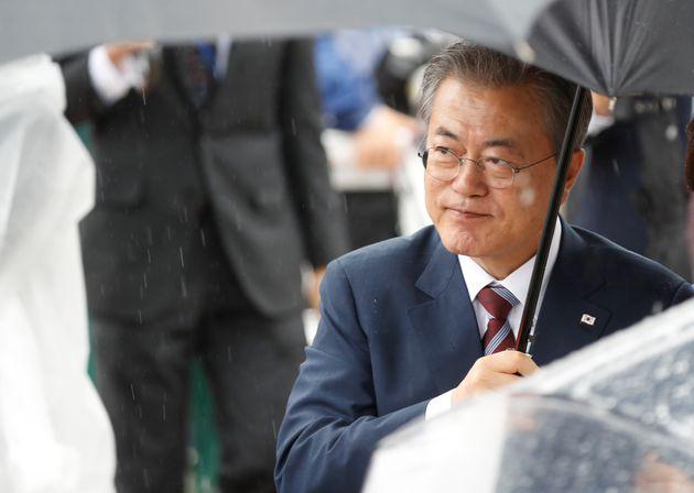 지난 6월 G20 정상회의에 참석하기 위해 일본에 도착한 문재인 대통령의 모습. 오사카, 일본. 2019년