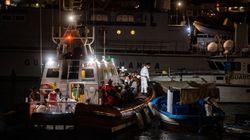 Mentre Open Arms aspetta a largo, un barcone con 57 migranti è sbarcato indisturbato a